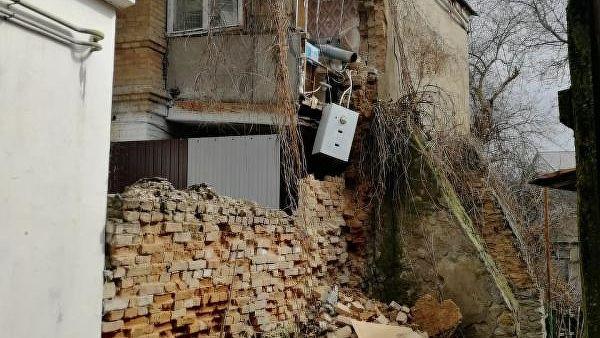 ВЕссентуках обрушилась стена пристройки многоквартирного дома